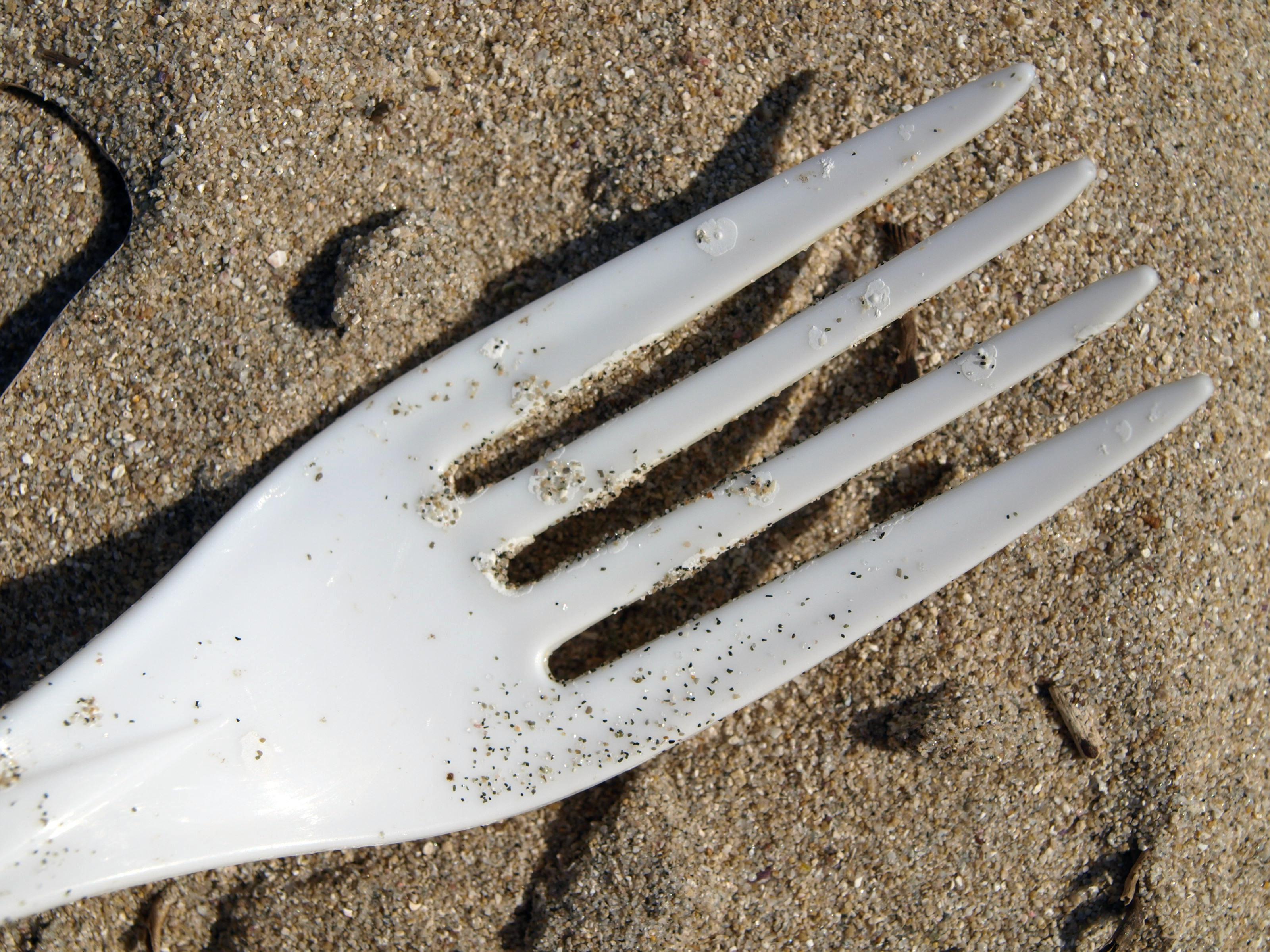 Plastik nimmt Schadstoffe auf (c) CFalk/Pixelio