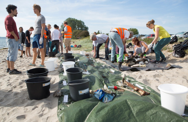 Aktion beim Coastal Cleanup Day 2016 in Kiel